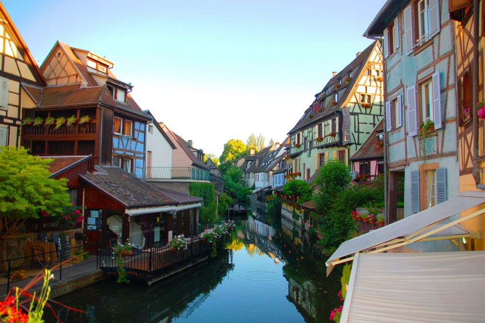 Photo d'un village typique en Alsace